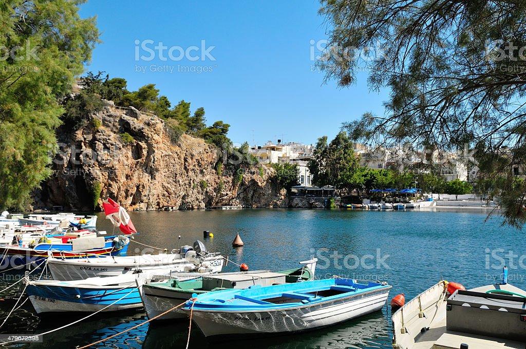 Les bateaux et le lac. photo libre de droits