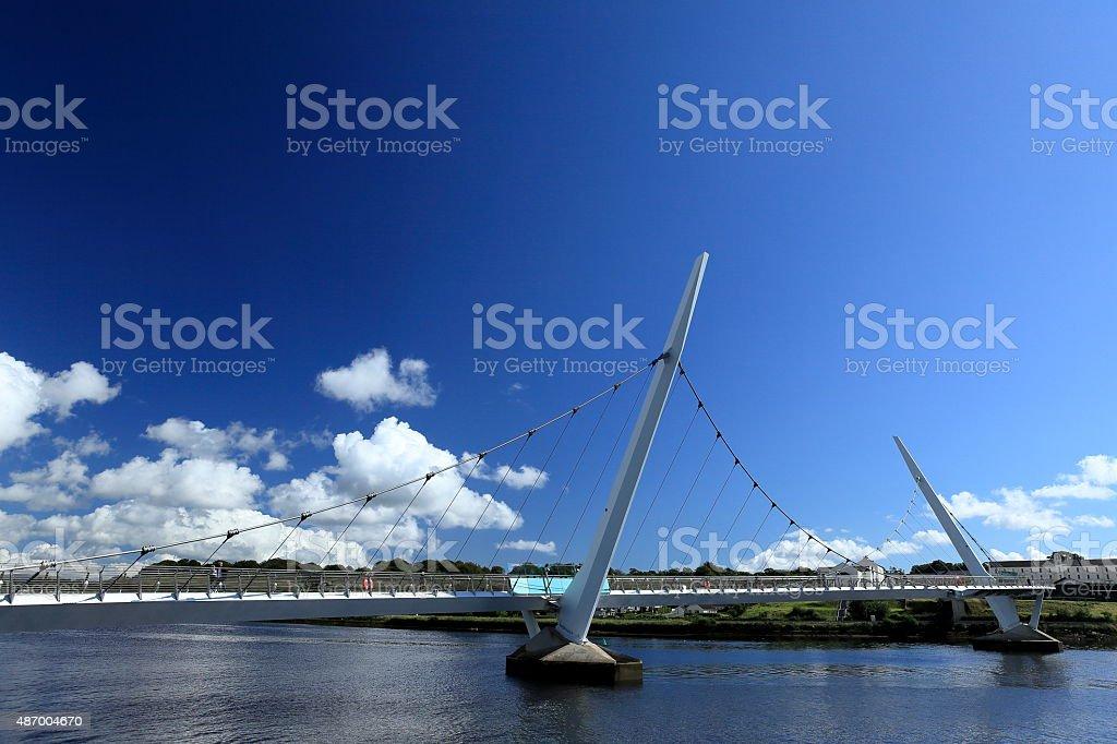 Die Brucke von Derry ?ber den River Foyle stock photo