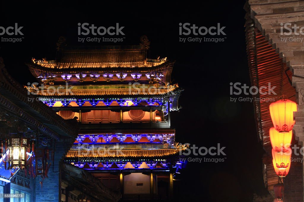 Die Stadt Pingyao in China bei Nacht stock photo