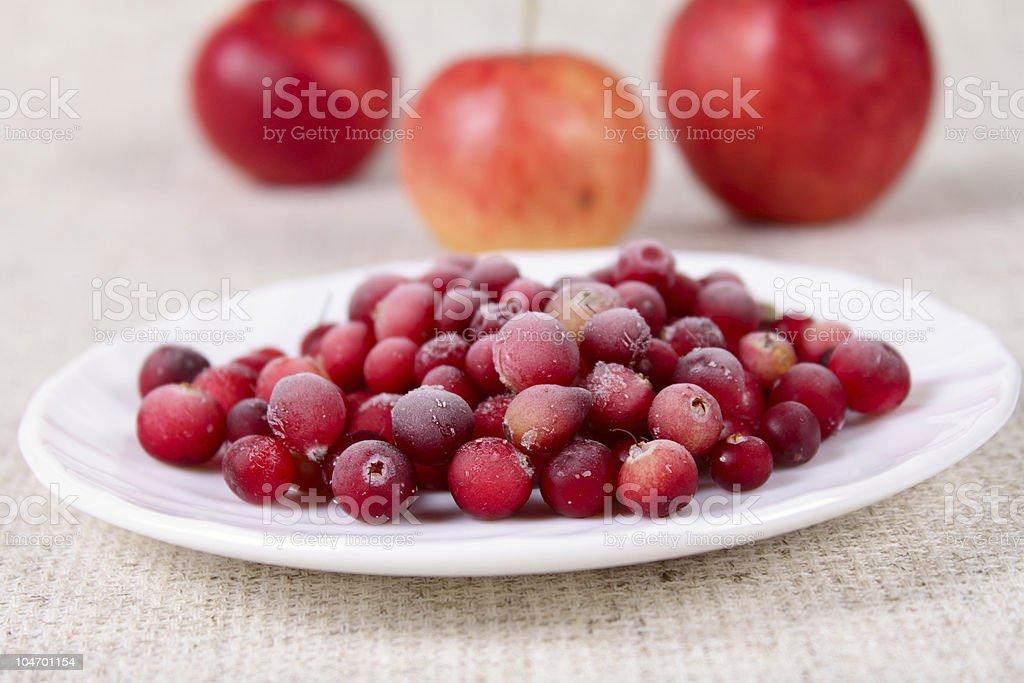 Zamrożone cowberry na obrusie Serwetka zbiór zdjęć royalty-free
