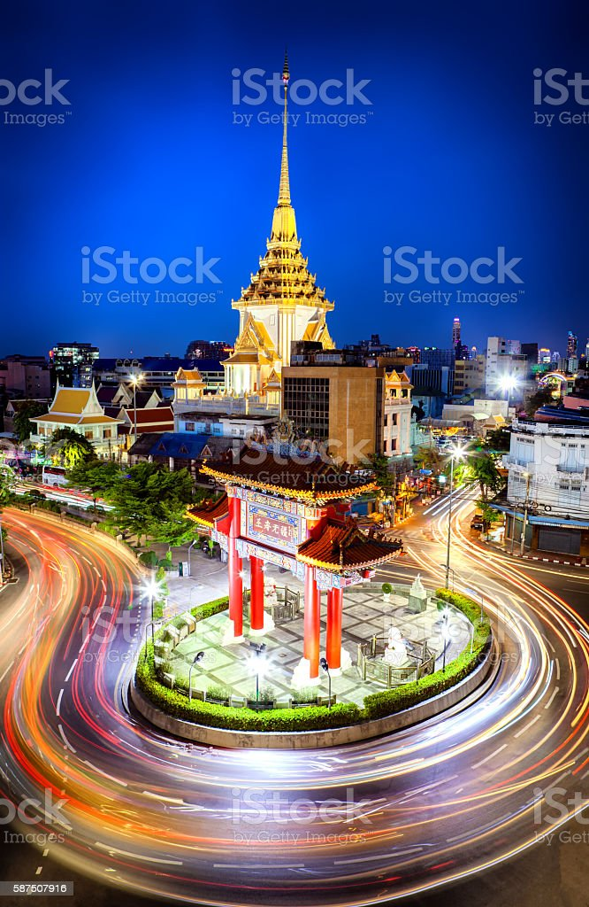 The gateway arch (Odeon Circle) and Traimit temple behind stock photo