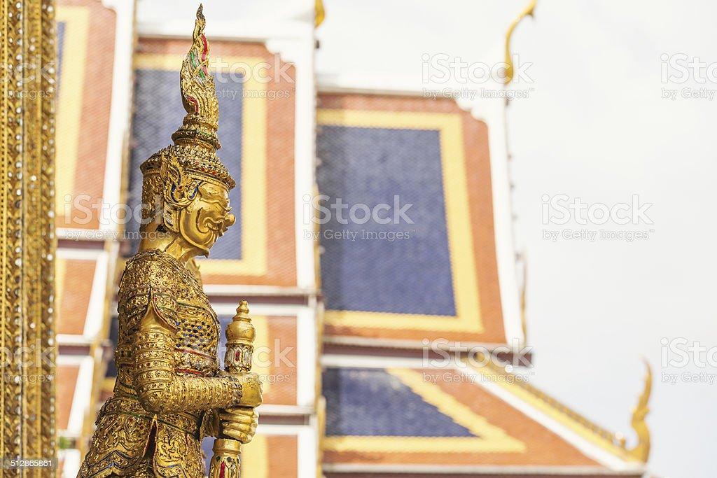 Das golden garuda Statuen Seitenansicht Lizenzfreies stock-foto