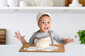 the little culinary specialist with the dough