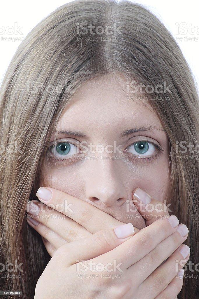 Z ładny Dziewczyna obejmujące usta palms zbiór zdjęć royalty-free