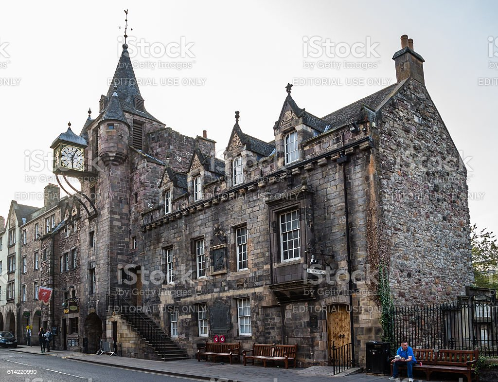 The People's Story museum and Canongate Tollbooth in Edinburgh stock photo