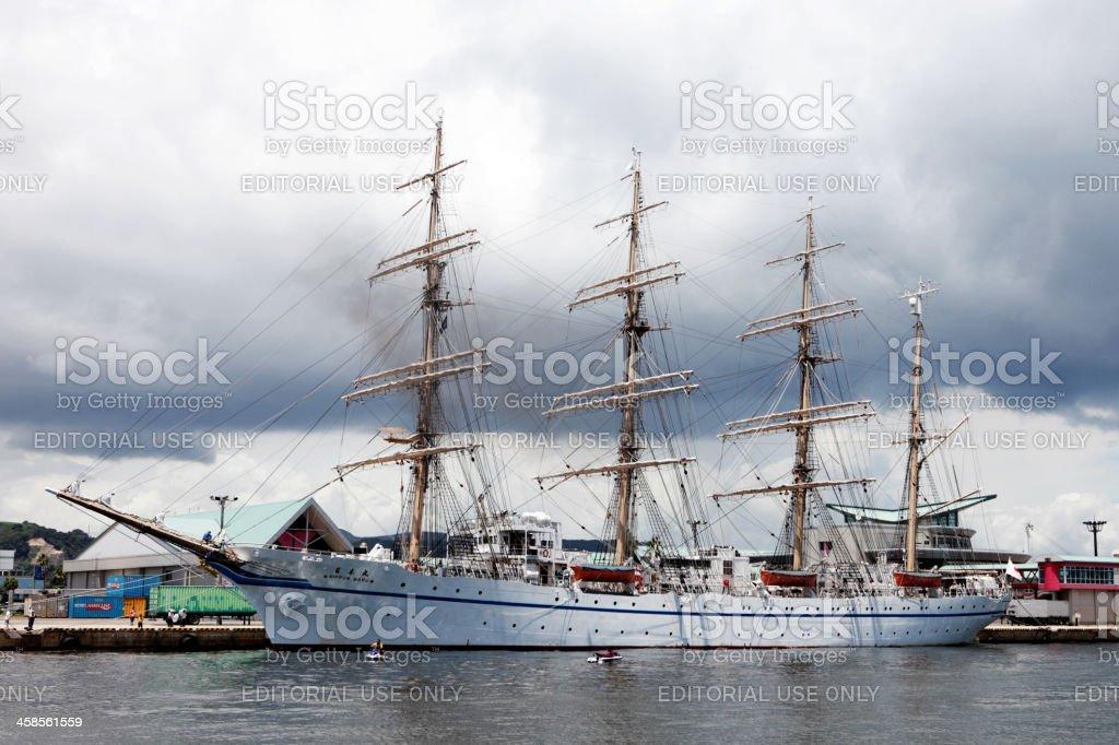 Der Sail Training Schiff Nippon Maru II im Hafen von Kagoshima Lizenzfreies stock-foto