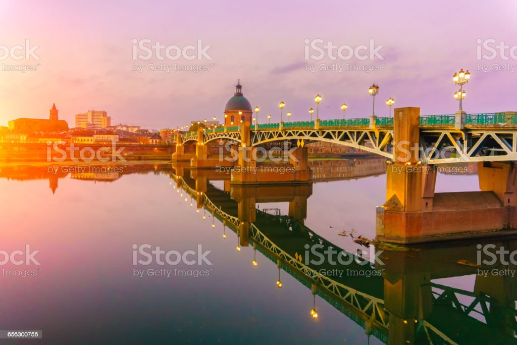The Saint-Pierre bridge passes over the Garonne and it was completely rebuilt in 1987 in Toulouse Haute-Garonne Midi Pyrenees southern France. stock photo