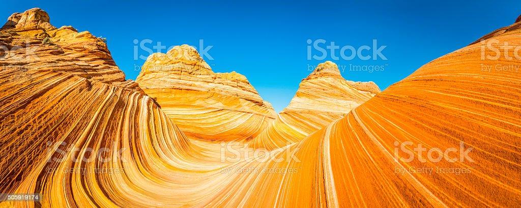 A onda icónico deserto estratos de arenito dourado Coyote Buttes Arizona - fotografia de stock