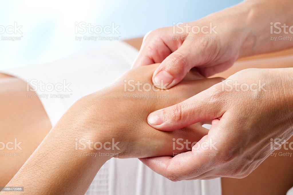 massage thérapeutique. photo libre de droits