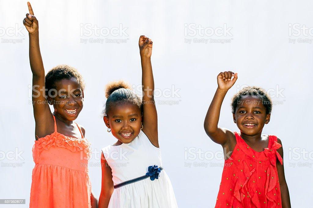 Trois enfants d'Afrique placer les mains. photo libre de droits