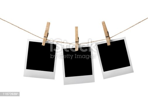 drei leere bilderrahmen h ngen w scheleine stockfoto 115726391 istock. Black Bedroom Furniture Sets. Home Design Ideas