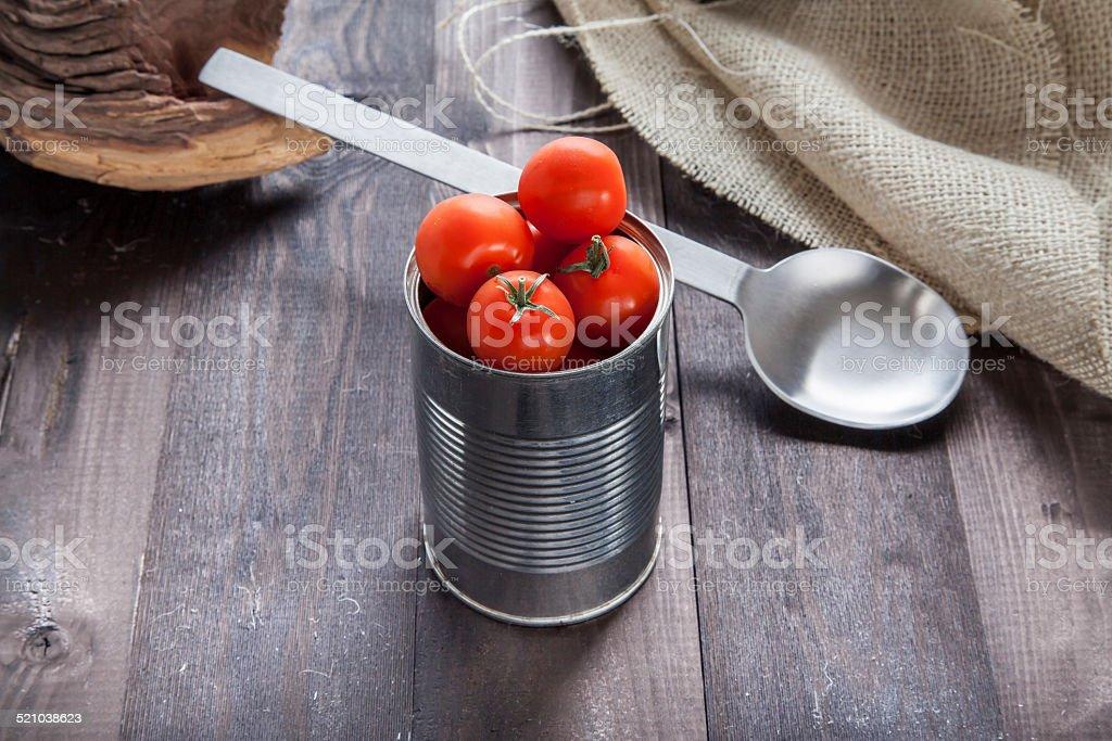 Tomates en una reserva de estaño foto de stock libre de derechos