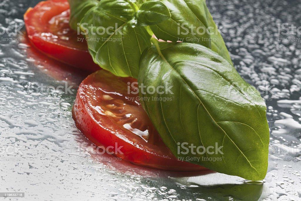 Tomatos e Manjericão foto de stock royalty-free