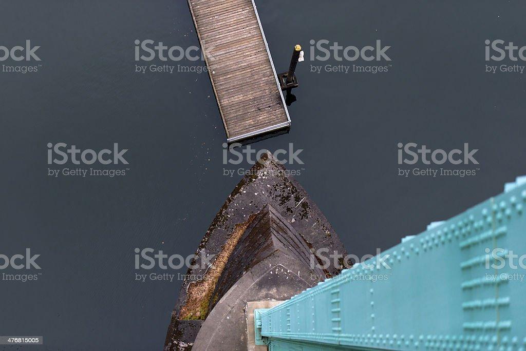Vista dall'alto del supporto e la base del ponte foto stock royalty-free