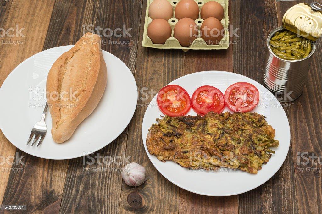 tortilla con esparragos photo libre de droits