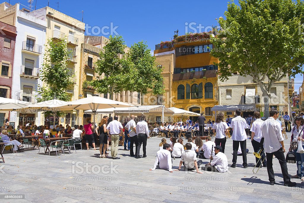 Tourist on Plaza del Rei look at the performance royalty-free stock photo