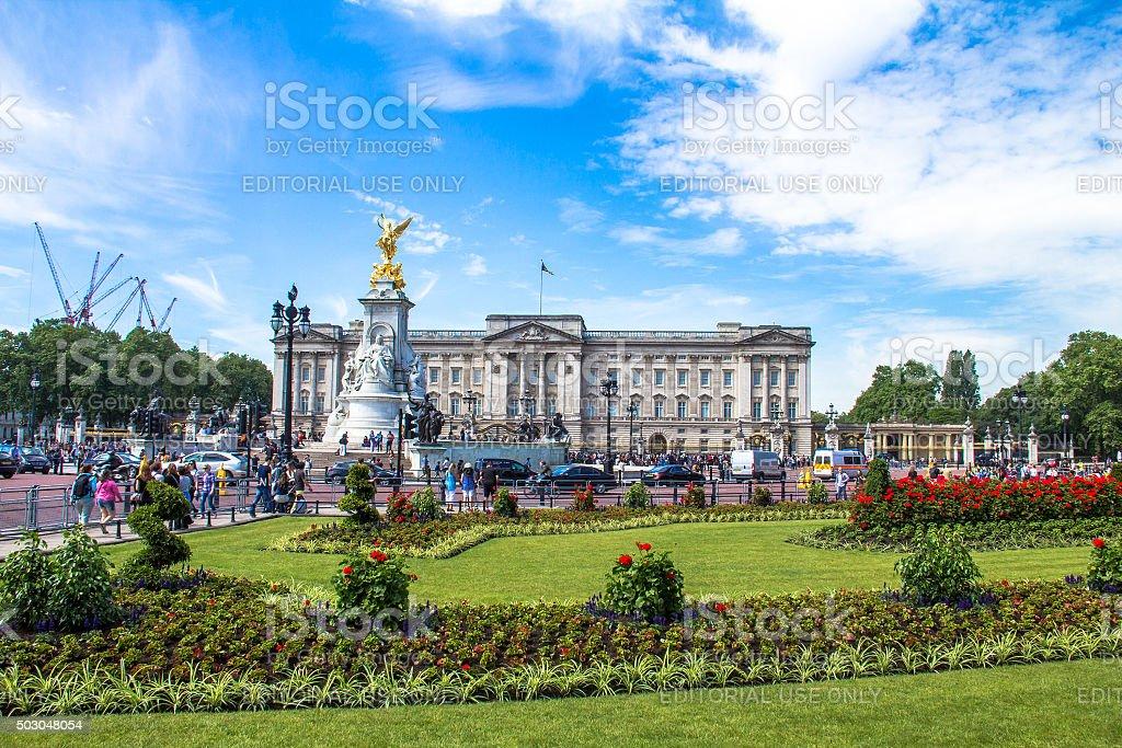 Tourists gather at the gates of Buckingham Palace. London, UK stock photo