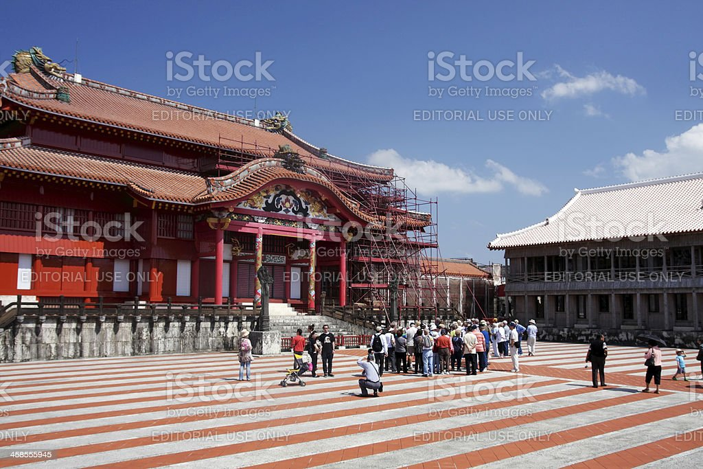 Touristen in der Burg Shuri Lizenzfreies stock-foto