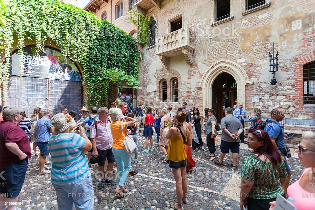 Tourists near house of Juliet Capulet (Giulietta Capuleti) stock photo