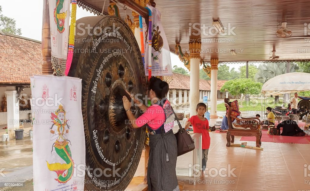 Tourists use hand rubbed gong to seek blessings stock photo