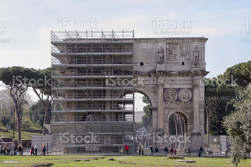 Tourists visiting the triumphal arch of Titus (81 AD) stock photo