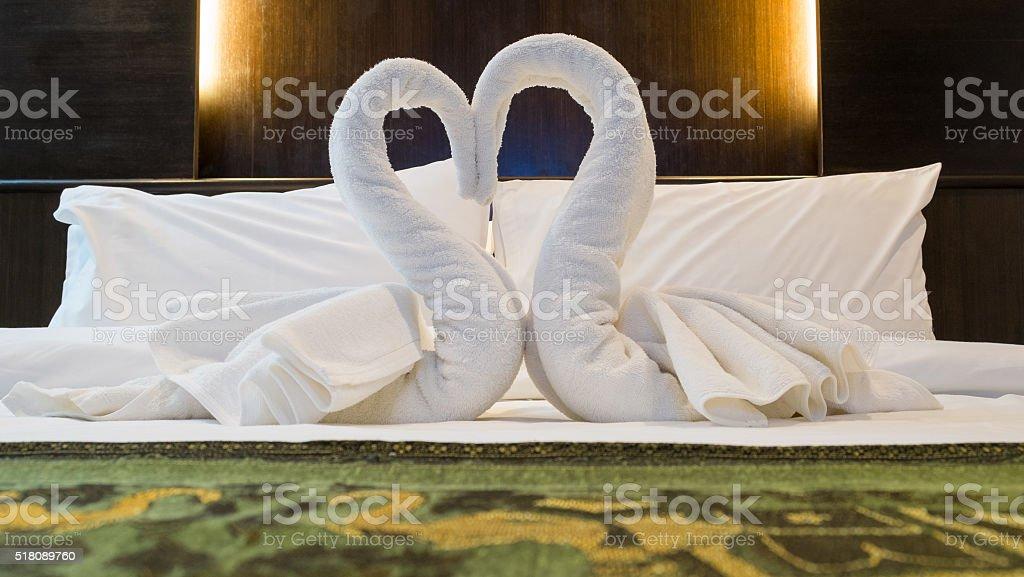 Handtücher Dekoration im Bett Zimmer. Lizenzfreies stock-foto