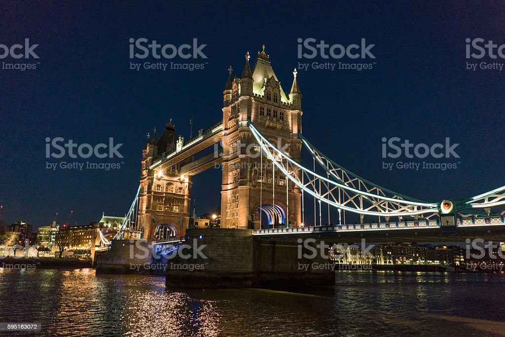 Tower Bridge London over River Thames - beautiful night view Lizenzfreies stock-foto