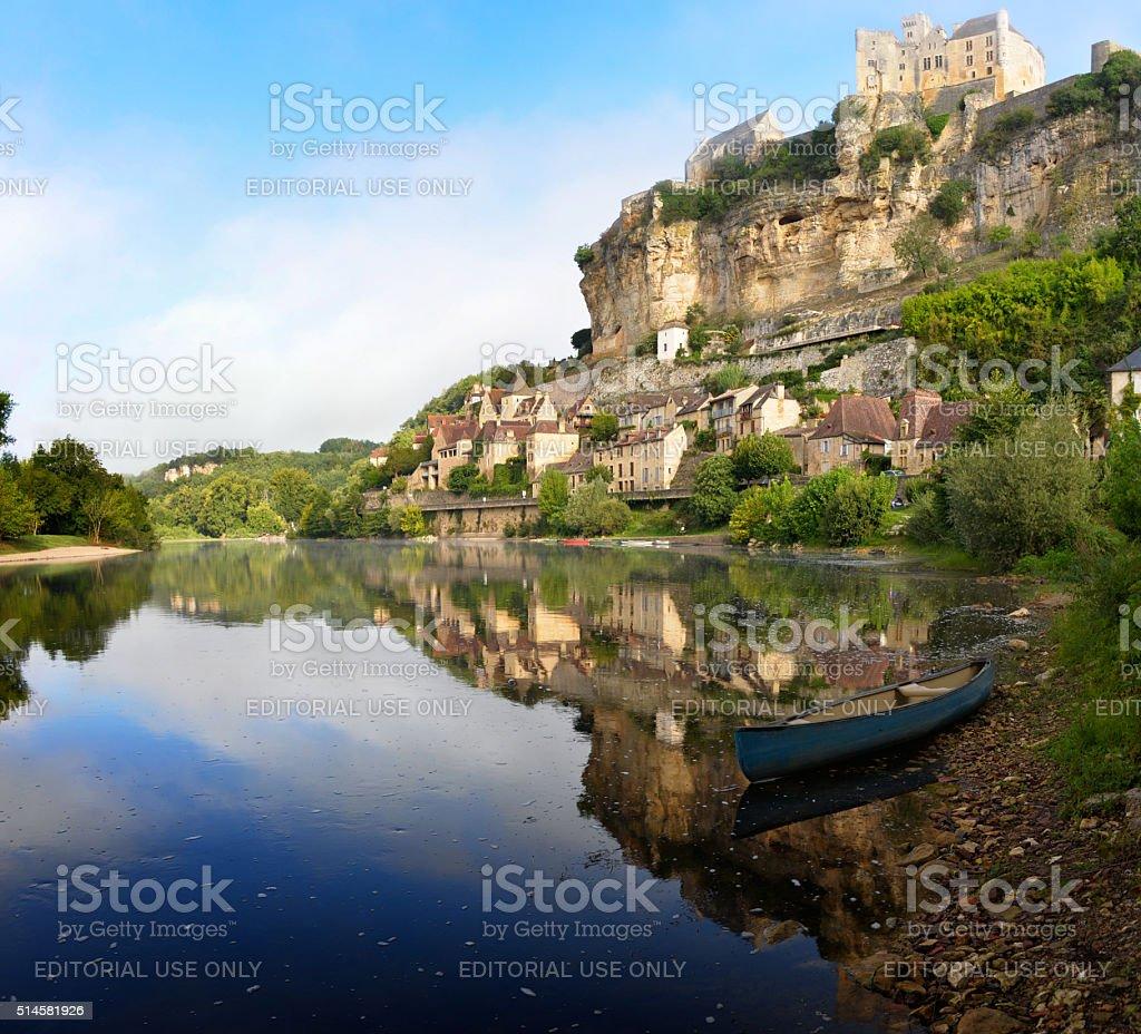 Town of Beynac-et-Cazenac alongside Dordogne river stock photo