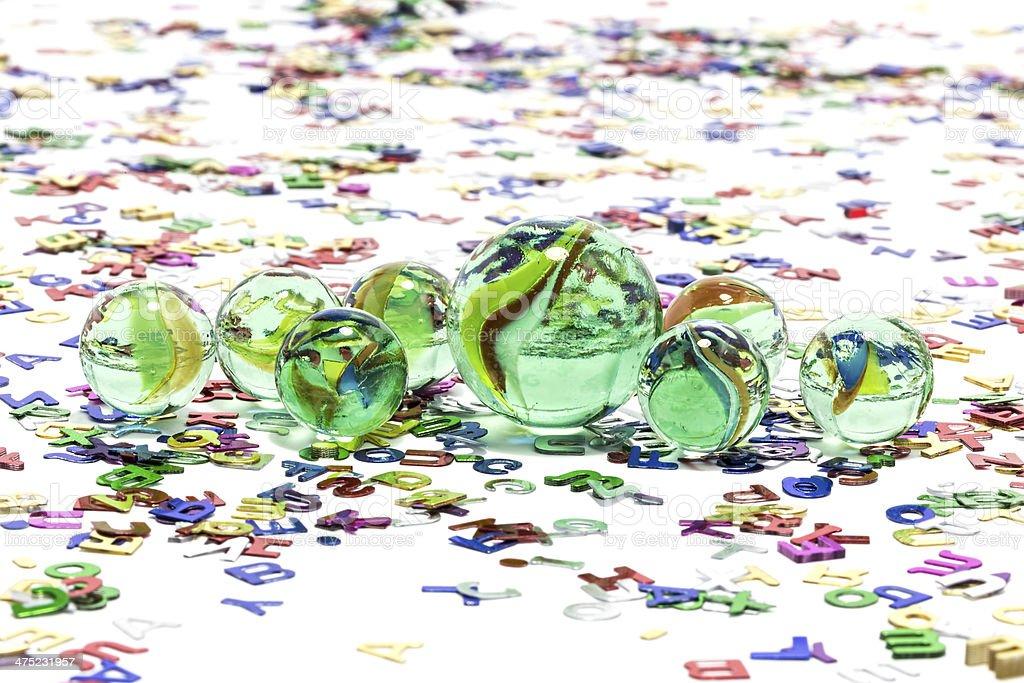 Marmi giocattolo su sfondo bianco foto stock royalty-free