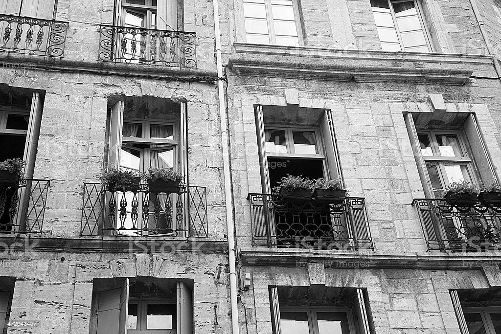 Francese tradizionale balconi in Pézenas, Francia foto stock royalty-free