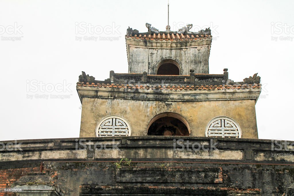 Traditional style vietnamese multi tiered building. photo libre de droits
