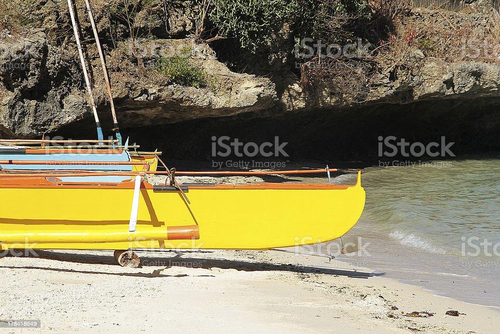 Giallo tradizionale filippino canoa foto stock royalty-free