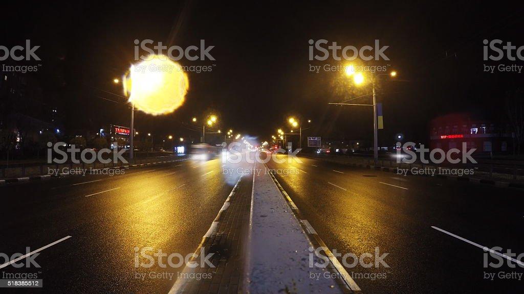 El tráfico en la ciudad. Avenida Time-lapse foto de stock libre de derechos