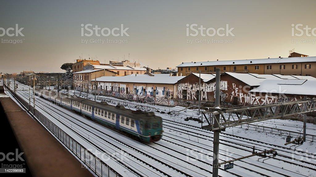 Les trains sur la neige photo libre de droits
