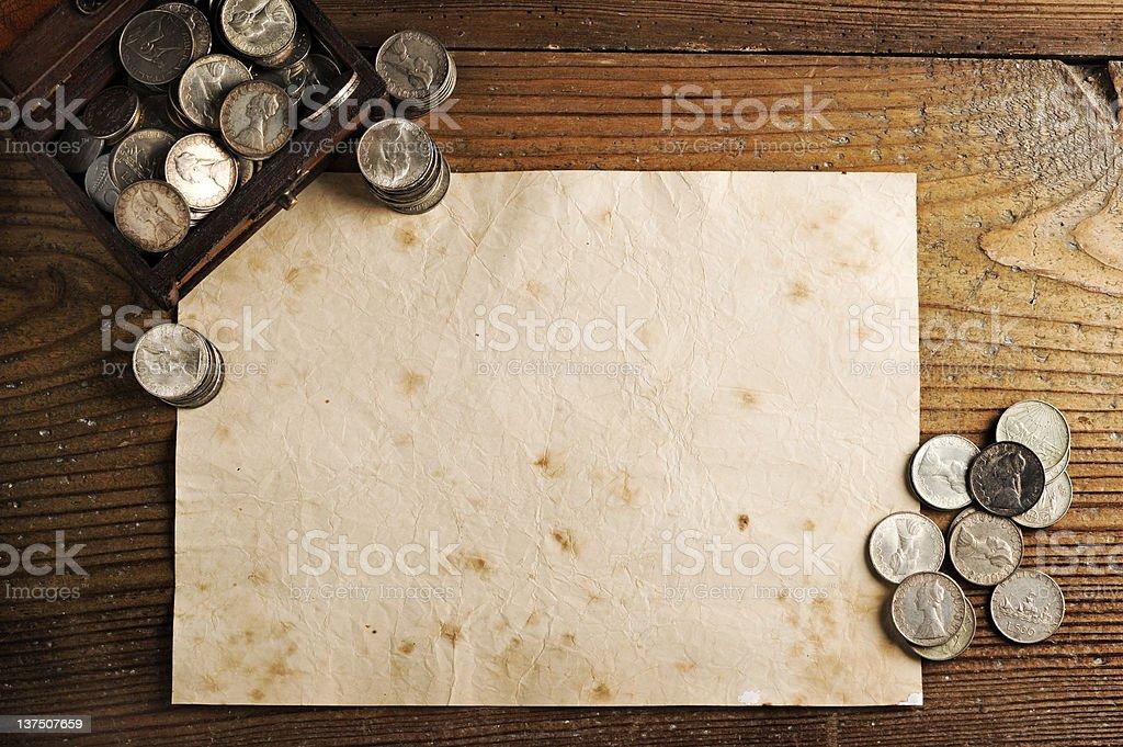 Malle au trésor et de pièces de monnaie photo libre de droits