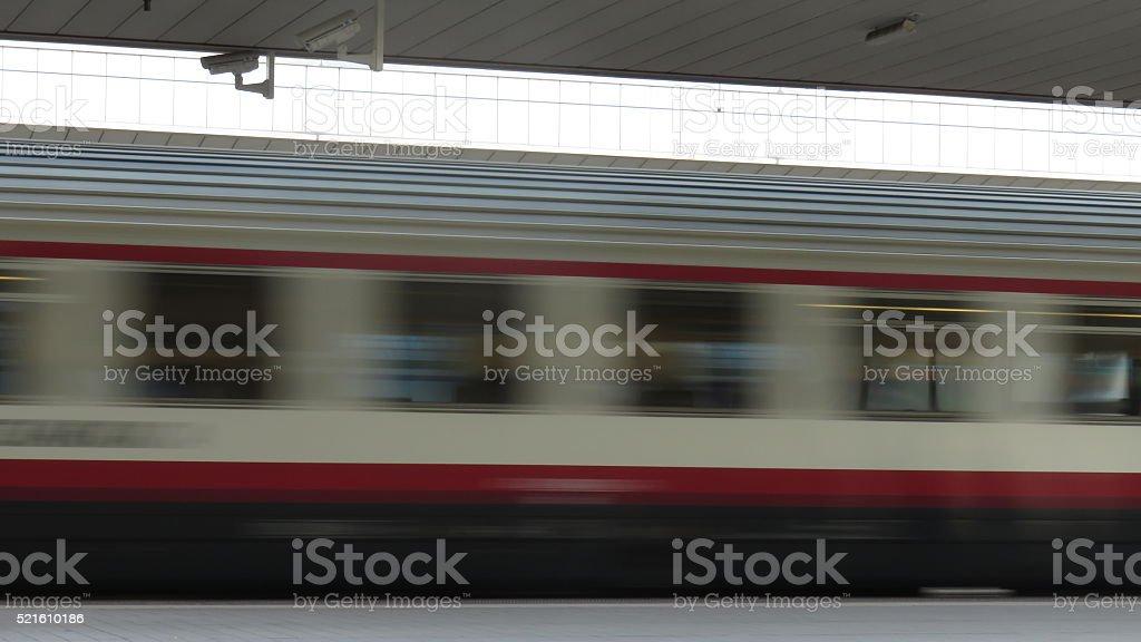 treno in transito stock photo