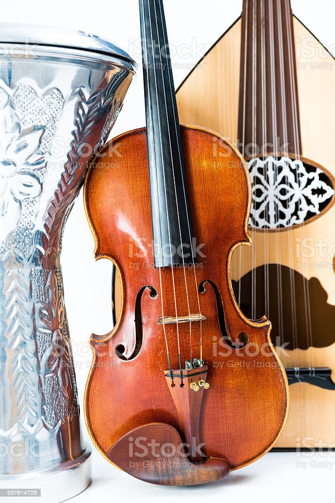 trio de instrumentos, violin, oud y darbuka stock photo