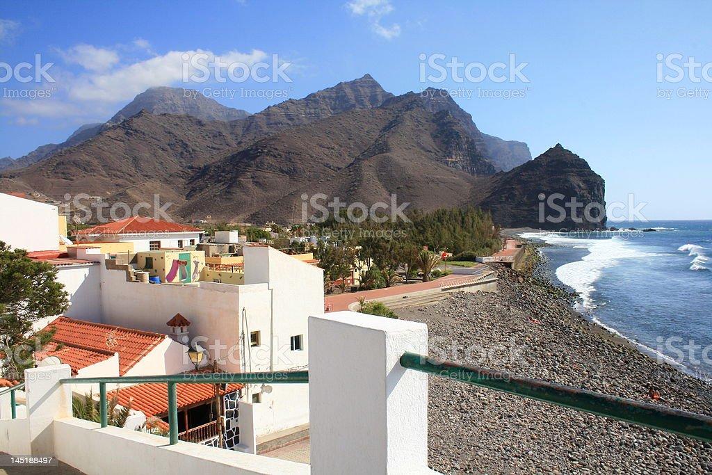 Playa tropical y village - foto de stock