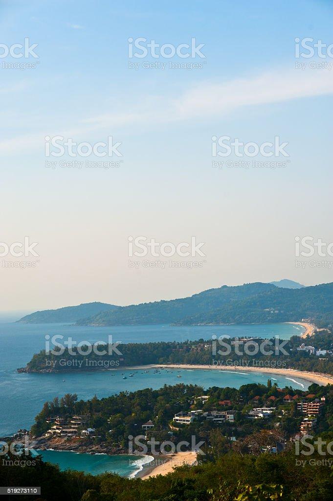 Piękne tropikalnej plaży krajobraz. turkusowy oceanu łodzi zbiór zdjęć royalty-free
