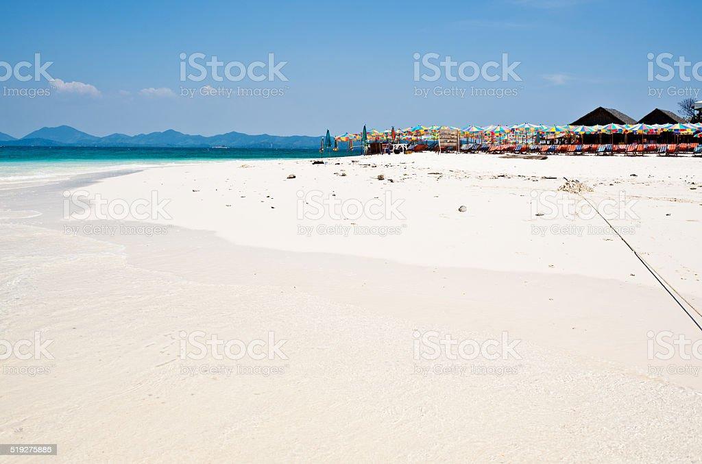 Tropikalny biały piasek Plaża arainst błękitne niebo. Wyspy Similan, zbiór zdjęć royalty-free