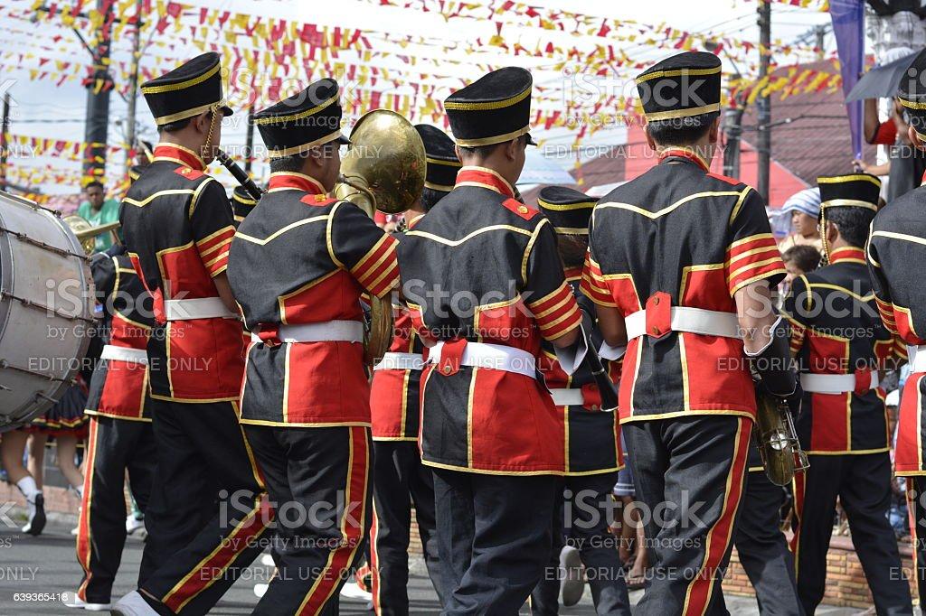 Trumpheteers synchronized play on marching recess - fotografia de stock