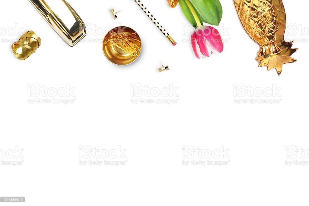 Tulipa, ouro Grampeador, lápis. Tabela vista. Ainda vida de moda foto royalty-free