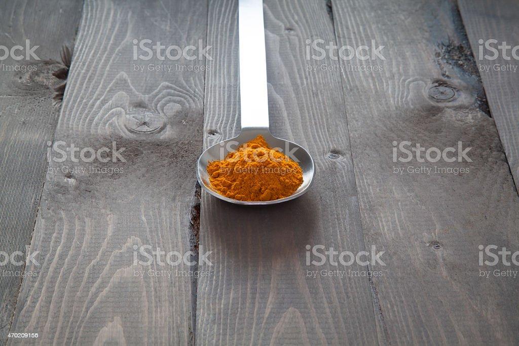 Cúrcuma en una cuchara de metal foto de stock libre de derechos