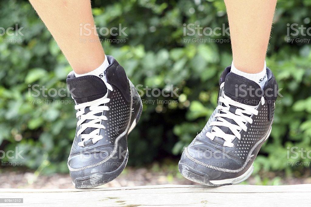 Turnschuhe und Beine royalty-free stock photo