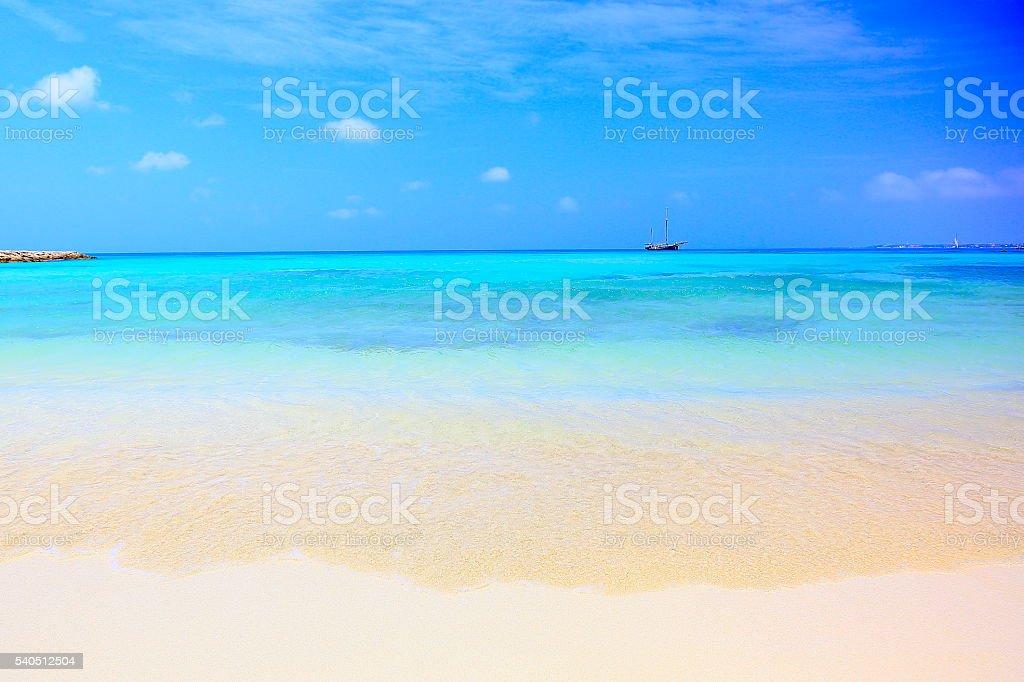 Turquoise bright beach, ship – Aruba turquoise caribbean tropical paradise stock photo
