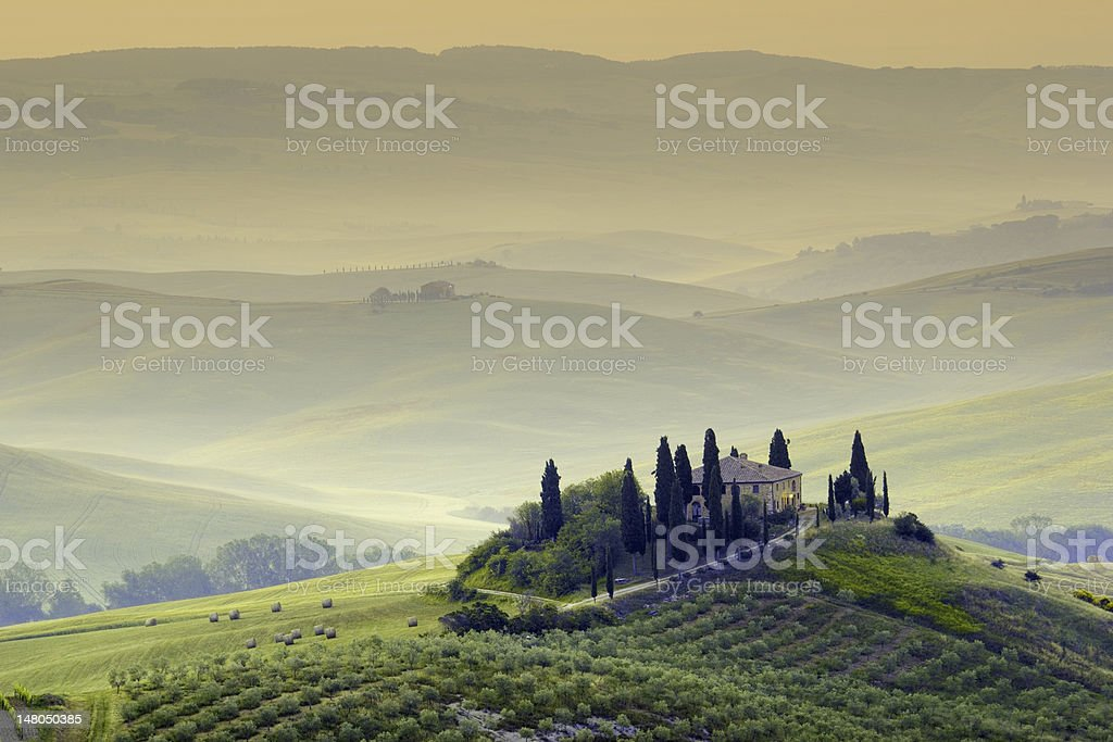 tuscan morning, farmhouse in Val d'Orcia stock photo