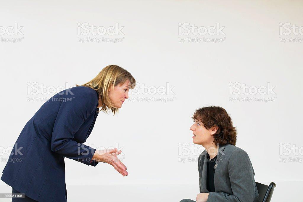 Deux femmes d'affaires, se disputer photo libre de droits