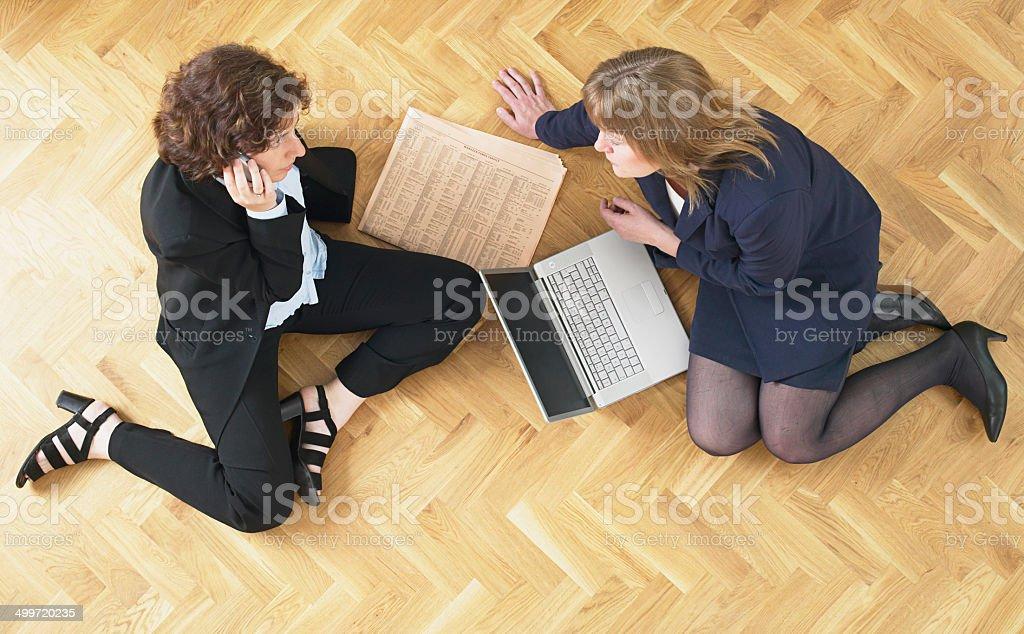 Deux femmes d'affaires de travail photo libre de droits