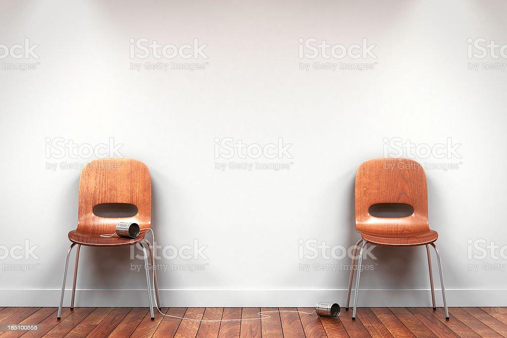 Duas cadeiras com Telefone de Lata foto royalty-free