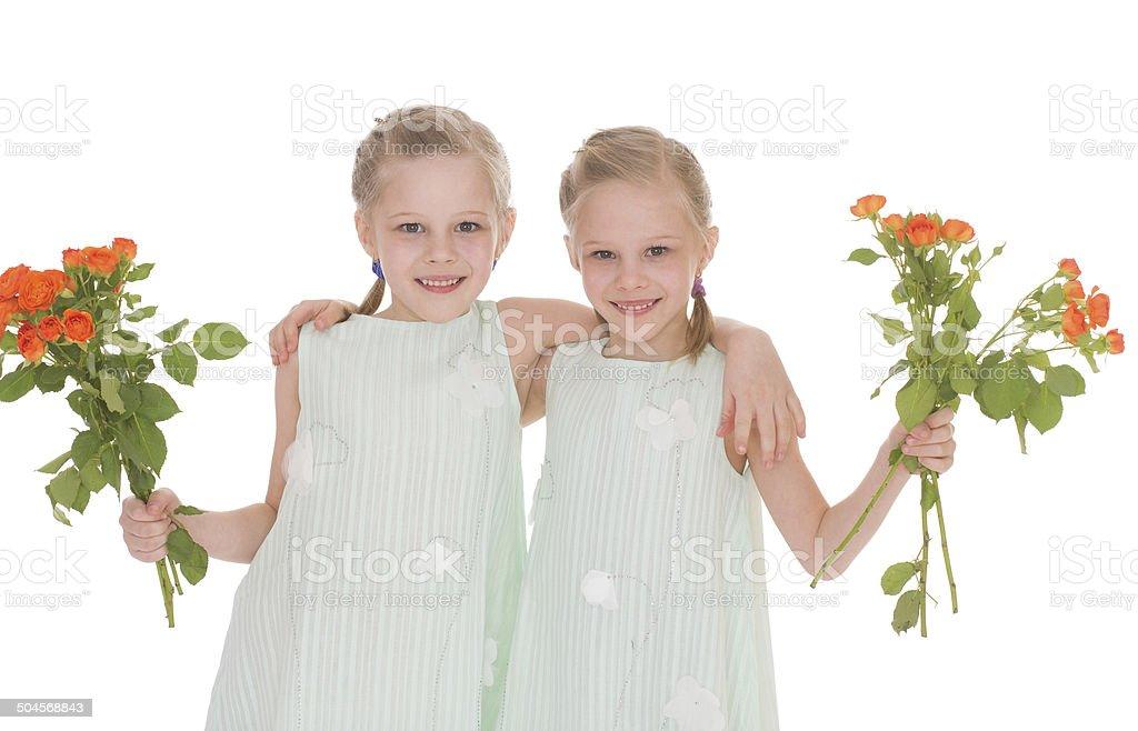 Deux charmantes femmes avec des bouquets de roses. photo libre de droits